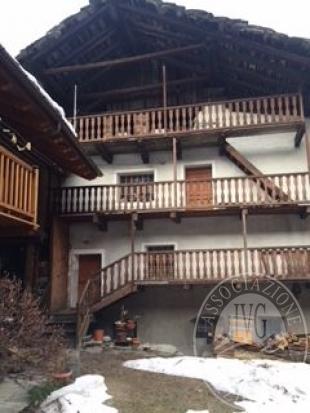 Appartamento con cantina e deposito nel Comune di Valpelline