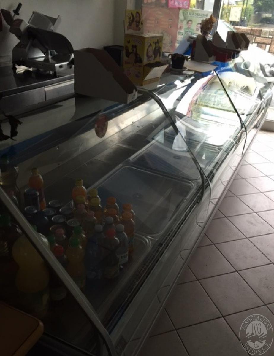Bancone frigorifero ad angolo for Bancone con angolo