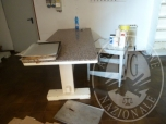 Immagine di tavolo in legno piano marmo e tavolino ferro