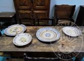 Fall. Ristorante 3 Pini Sas n. 579/2016 - Quattro piatti decorati (parte rotti) a parete