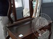 Liq. M.M. n. 7/2017 - Lotto 5: Toilette in legno con cassetto e specchio